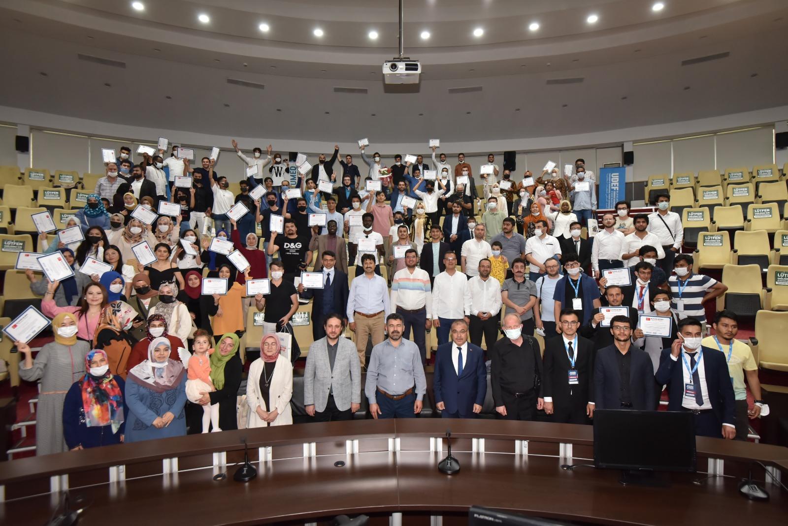 Konya'daki uluslararası öğrenciler mezuniyet heyecanı yaşadı